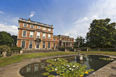 English stately home and gardens. — Stock Photo