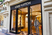 Luxury Louis Vuitton shop inside the famous Gum shopping mall in Moscow — Stok fotoğraf