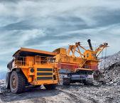 加载的铁矿石 — 图库照片
