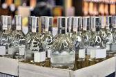 Vodka v krabici — Stock fotografie