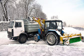 Cleaning and snow loading on the truck — Стоковое фото