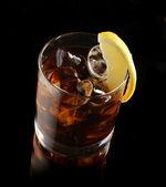 Cocktail met ijs cola whisky — Stockfoto