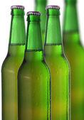 Rad med ölflaskor — Stockfoto