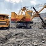 Loading of iron ore — Stock Photo #32658849