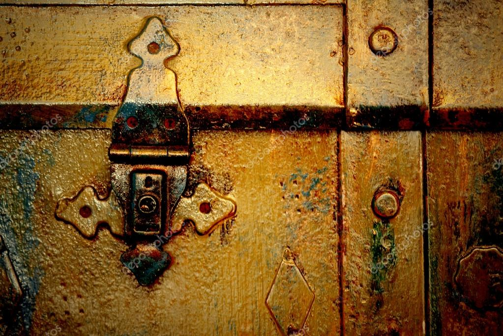 Old metal chest, trunk in golden color and rusty  — Stock Photo #18589145