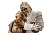 Mummies and young woman — Stock Photo