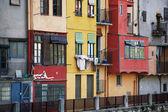 Kolorowe domy w girona, Hiszpania — Zdjęcie stockowe