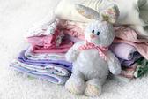 Pila de ropa de bebé — Foto de Stock