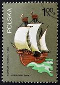 марку, напечатанную в польше показывает изображение корабля — Стоковое фото