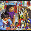 A stamp printed in New Zealand shows children celebrating Christmas - Foto Stock
