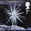 A stamp printed in Great Britain shows the Ice and snow sculptures by Andy Goldsworthy, Icicle Star — Стоковая фотография