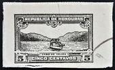 Een stempel gedrukt in honduras toont boot op lake yojoa — Stockfoto