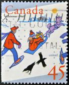 Znaczek wydrukowany w kanadzie pokazuje obraz dzieci bawiących się na śniegu — Zdjęcie stockowe