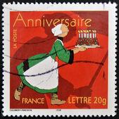Francobollo stampato in francia mostra donna con torta — Foto Stock