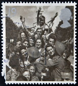 A stamp printed in Great Britain shows British Troops and French Civilians celebrating End of the Second World War — Stok fotoğraf