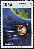 CUBA - CIRCA 1967: A stamp printed in Cuba shows flight of first soviet spaceship Sputnik, circa 1967 — Stok fotoğraf