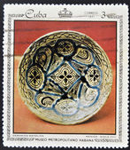 Stamp printed in Cuba dedicated to works from the Metropolitan Museum of Havana, shows majolica ceramics, Mexico, XVII Century — Stock Photo