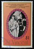 Een stempel gedrukt in st. vincent toont portret van elizabeth ii en de hertog van luxemburg, de 40ste verjaardag van koningin elizabeth ii en de 150ste verjaardag van koningin victoria — Stockfoto