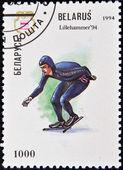 Eine briefmarke gedruckt in belarus zeigt eine eisschnellläuferin olympische winterspiele in lillehammer 1994 — Stockfoto