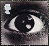 A stamp printed in Great Britain shows image of an eye and commemorates the Year of the Artist — Stock Photo