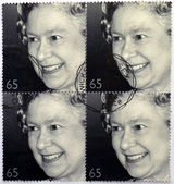 A stamp printed in Great Britain shows shows Queen Elizabeth II — Stock Photo