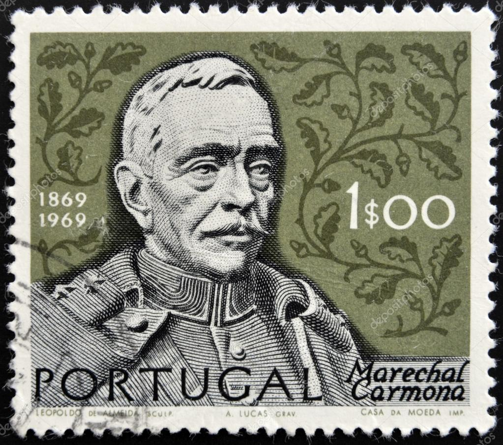 PORTUGAL - CIRCA 1969: A stamp printed in Portugal shows Oscar Carmona, circa 1969 — Stock Photo #15466799