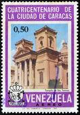 Um selo imprimido na venezuela mostra o templo de santa teresa em caracas — Fotografia Stock