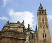 Seville Cathedral and Giralda Tower — Stok fotoğraf