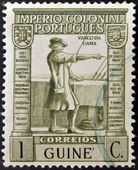 PORTUGAL - CIRCA 1932: A stamp printed in Portugal with underprint Guinea shows Vasco Da Gama, circa 1932 — Foto Stock
