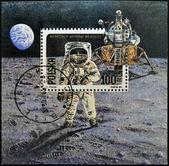 """POLAND - CIRCA 1989: A stamp printed in Poland shows Neil Armstrong, lunar module """"Eagle"""" from Apollo 11, circa 1989 — Foto de Stock"""