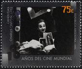 Argentina - kolem roku 1995: razítka v Argentině věnuje 100 let světové kinematografie ukazuje scénu výsluní Charles chaplin, kolem roku 1995 — Stock fotografie