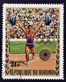 布隆迪-大约 1972年: 布隆迪致力于慕尼黑奥运会邮票显示重量 kifter,大约 1972年 — 图库照片