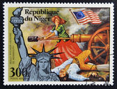 NIGER - CIRCA 1976: stamp printed in Niger shows Statue of Liberty and Molly Pitcher, Heroine of Monmouth, circa 1976 — Stock Photo