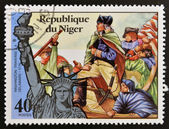 NIGER - CIRCA 1976: stamp printed in Niger shows Statue of Liberty and Washington traverse the Delaware, circa 1976 — Stock Photo