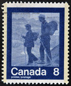 CANADA - CIRCA 1974: stamp printed in Canada shows mountaineering, circa 1974 — Foto de Stock