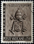 VATICAN - CIRCA 1966: A stamp printed in Vatican shows Vatican Papal Coat of Arms, Paul VI, circa 1966 — Stock Photo