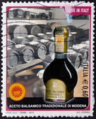 Italia - circa 2012 un sello impreso en italia muestra vinagre balsámico tradicional de módena, circa 2012 — Foto de Stock