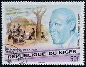 Niger - około 1977: znaczek wydrukowany w nigrze pokazuje pokojową nagrodę nobla, albert jan luthuli, około 1977 roku, został — Zdjęcie stockowe