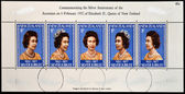 NEW ZEALAND - CIRCA 1977: Stamps printed in New Zealand showing Portrait of Queen Elizabeth, circa 1977. — Stock Photo