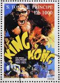 São tomé e príncipe - circa 1995: um selo impresso em são tomé mostra cartaz do filme king kong, circa 1995 — Foto Stock