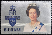 UNITED KINGDOM - CIRCA 1977: A stamp printed in Isle of Man showing Queen Elizabeth II, circa 1977 — Foto Stock