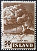 Islandia - circa 1948: un sello impreso en islandia muestra volcán hekla 1948, circa 1947 — Foto de Stock