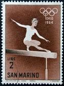 SAN MARINO - CIRCA 1964: A stamp printed in San Marino shows Woman gymnast, 18th Olympic Games, Tokyo, circa 1964 — Zdjęcie stockowe