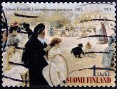 FINLAND - CIRCA 2004: stamp printed in Finland shows women in Luxembourg Garden, picture of Albert Edelfelt, circa 2004 — Foto de Stock