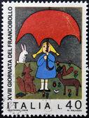 Itália - por volta de 1976: selo imprimido em itália mostra garota e animais pelas crianças, desenho, por volta de 1976 — Foto Stock