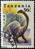 Tanzania - omkring 1991: en stämpel som tryckt i tanzania visar dinosaurie plateosaurus, omkring 1991 — Stockfoto