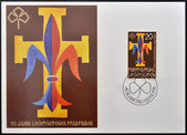 LIECHTENSTEIN - CIRCA 1981: A stamp printed in Liechtenstein dedicated to boy scouts and girl guides, shows scout emblems: fleur-de-lis and trefoil, circa 1981 — Zdjęcie stockowe