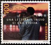 Suisse - circa 2005 : timbre imprimé dans la lettre de showsa de Suisse, le début d'une histoire, couple, embrasser, circa 2005 — Photo