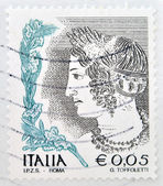 ITALY - CIRCA 2002: stamp printed in Italy shows Portrait of Etruscan art woman, circa 2002 — 图库照片