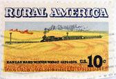 Estados Unidos - circa 1974: un sello impreso en espectáculos usa los campos de trigo y tren, tema América rural, circa 1974 — Foto de Stock